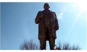 Tacikistanlı imamlar, bağış toplayarak Lenin heykelini restore ettirdi