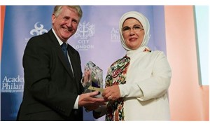 Emine Erdoğan'a 'İnsani Hizmet Takdir Ödülü' verildi