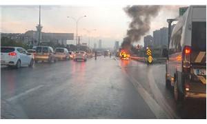 D-100 İstanbul Uzunçayır'da otomobil yandı