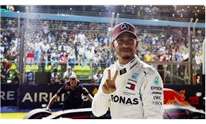 Singapur'da kazanan Lewis Hamilton