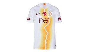 Galatasaray'ın yeni forması satışa sunuldu