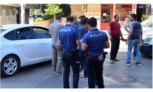 Polis indirimli ürün kuyruğunda kendisiyle aynı perdeyi almak isteyen adamı bacağından vurdu