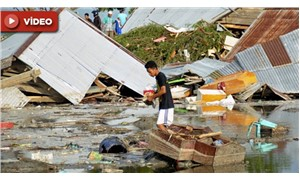 Endonezya'da deprem sonrası dev dalgalar kıyıya vurdu