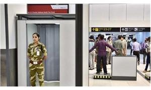 Hindistan'da havalimanı polisine talimat: 'Daha az gülümseyin'