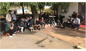 14 aydır maaş alamayan Elazığspor personeli, oturma eylemi başlattı