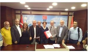CHP'de ön seçim isteyenler topladıkları imzaları teslim etti