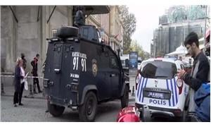 Eminönü'nde polis ve şüpheli arasında arbede: 1 yaralı