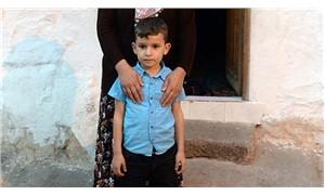 Okula gitmek istemeyen 7 yaşındaki Efe'yi polis ikna etti