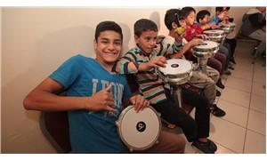 Roman çocuklar Hollandalı caz grubu Koffie ile bir araya geldi: Caz ile müziği yeniden keşfettiler