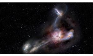 Bilinen en parlak galaksinin yamyamlık yaptığı gözlendi