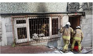 Fatih'te yangın: Apartman sakinlerini itfaiye ekipleri kurtardı