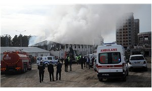 Hastane inşaatında işçilerin kaldığı prefabrikte yangın
