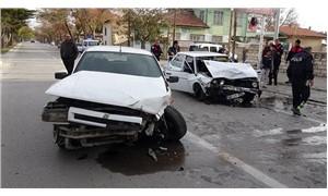 Dur ihtarına uymayan ehliyetsiz sürücü kaza yaptı: 3 yaralı