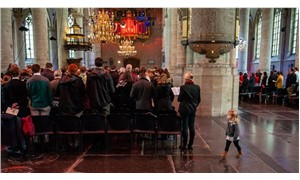 Hollanda'da kiliseye sığınan ailenin sınır dışı edilmesini engellemek için 800 saattir ayin yapılıyor