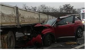 Bilecik'te otomobil TIR'a çarptı; 3 yaralı