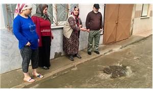 Turgutlu'da rögarlar tıkandı, evleri su bastı