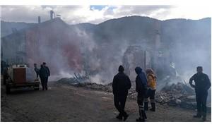 Isparta'da 3 ev ve 2 traktör yandı, 11 hayvan yaşamını yitirdi