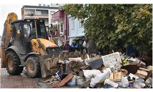 'Çöp ev'den 22 kamyon hurda çıkartıldı