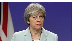 Theresa May güven oylamasından zaferle çıktı