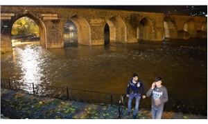 Diyarbakır'da sel paniği: Baraj kapağı koptu
