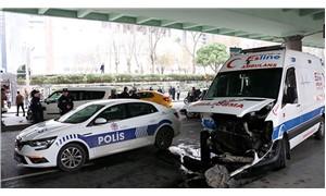Mecidiyeköy'de ambulans ile ticari araç çarpıştı