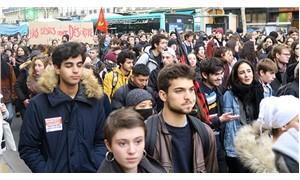 Paris'te lise öğrencileri Macron'un eğitim politikalarını protesto etti