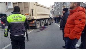 Trafiğe kapalı yola giren hafriyat kamyonu, anne ile kızını katletti