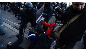Katalonya'da polis ile halk karşı karşıya geldi!