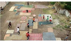 Yozgat'ta çocuklar kendilerine 'halı saha' yaptı