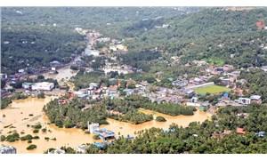 Hindistan'daki sel 100'den fazla can aldı