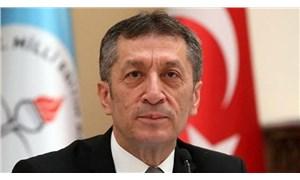 Bakan Selçuk'tan AKP'ye tebrik mesajı: Siyaset onun işiymiş
