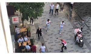 Taksim'de 2 grup arasında makaslı, bıçaklı kavga