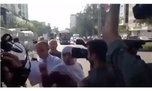 Diyarbakır'da yurttaştan belediye önünde kayyuma tepki: Oyumuz zehir olsun