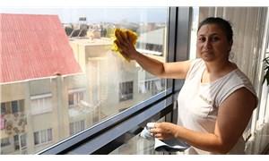 Ev işçisi kadın 5 kez sildiği camı beğenmeyip kendisini kovan ev sahibini şikayet etti