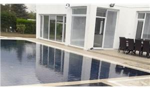 Bor Şeker Fabrikası'nı satın alan aile, fabrikanın üstündeki sendika binasını yıkarak havuzlu villa yaptırdı
