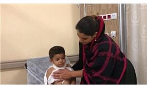 Hastane 'görevli yok' dedi, aile çocuğun ateşini kendi imkanlarıyla düşürmeye çalıştı