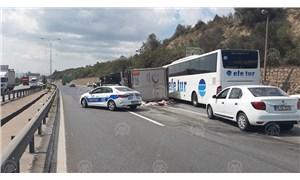 Anadolu Otoyolu'nda TIR devrildi: İstanbul istikameti ulaşıma kapandı
