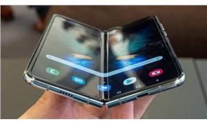 Samsung ilk katlanabilir ekranlı akıllı telefonu Galaxy Fold'u piyasaya sürdü