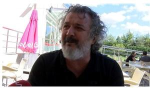 Yönetmen ve oyuncu Müfit Can Saçıntı'nın babası yaşamını yitirdi.
