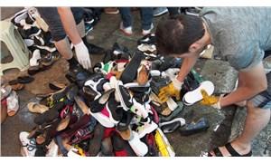 Eminönü alt geçidinde selde zarar gören ayakkabılar yarı fiyatına satılıyor