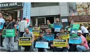 AKP'de yapılınca gözaltı sebebi olan parti önü eylemleri yayılıyor: İBB'den atılanlar CHP önünde