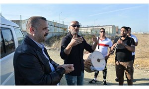Adnan Oktar davası öncesi mahkeme önünde davul zurna ile kutlama
