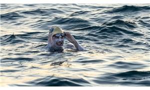 Sarah Thomas, Manş Denizi'ni hiç durmadan 4 kez geçerek dünya rekoru kırdı