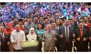 Malezya modeli de çöktü!