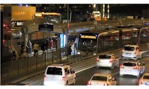 Metrobüste bıçaklı kavga: Bir kişi yaralandı