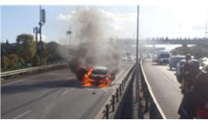 Haliç Köprüsü'nde bir otomobil alev aldı
