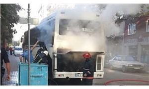 Park halindeki otobüs alev aldı