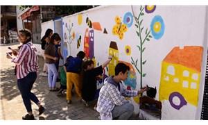 Yenikurudere köyünün duvarları rengârenk