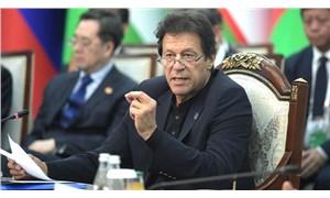 Pakistan Başbakanı İmran Han'ı taşıyan uçak acil iniş yaptı
