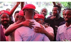 Uganda'da kırmızı bere takanlara 5 yıl hapis cezası